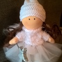 Tilda típusú angyalka, Dekoráció, Játék, Plüssállat, rongyjáték, Baba, babaház, Kötés, Varrás, Gondosan készített 26 cm magas baba. A testet és a szoknyáját géppel, a pulóverjét és a sapkáját ké..., Meska