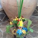 Tavaszi cserepes asztaldísz, Dekoráció, Húsvéti apróságok, Asztaldísz, Kézzel festett gipszfigura, száraz virág kompozícióba ragasztva festett díszcserépben. Méret..., Meska