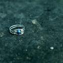 Ezüst gyűrű kék gyönggyel, Ékszer, Gyűrű, Vékony ezüstszínű drótból készült, kék gyönggyel díszített gyűrű. 59-es méret., Meska
