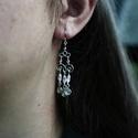 Ezüst fülbevaló rózsaszín gyönggyel, Ékszer, Fülbevaló, Ezüstszínű drótból készült, rózsaszín üveggyöngyökkel díszített fülbevaló. A fülbev..., Meska