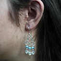 Ezüst fülbevaló kék gyönggyel, Ékszer, Fülbevaló, Ezüstszínű drótból készült, kék üveggyöngyökkel díszített fülbevaló. A fülbevaló 5,..., Meska