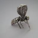 Fantasztikusan élethű ezüst miniatűr darázs, Dekoráció, Dísz, (Vásárlás előtt kérem, hogy érdeklődjön, van-e készleten! Köszönöm!)  Ez egy egészen új miniatúra a ..., Meska