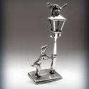 Ismét! Miniatűr ezüst dísztárgy. Kutya és macska, Dekoráció, Dísz, Ez a miniatűr ezüst dísztárgy egy régiség másolata.  A miniatűr kompozíción egy kutyus látszik, aki ..., Meska