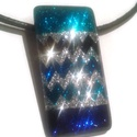 Bolt nyitási akció / Csillagos égbolt üvegmedál, Ékszer, óra, Ékszerszett, Ékszerkészítés, Festéssel készült gyönyörűen csillogó cikk-cakk mintás medál a kék szín szerelmeseinek.  Medál mére..., Meska