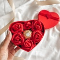 Szív alakú virágdoboz csokival - piros, Művészet, Más művészeti ág, Virágkötés, Lepd meg kedvesedet, édesanyádat, lányodat vagy egy családtagodat ezzel a látványos és egyedi ajánd..., Meska