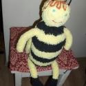 Méhecske, Játék, Plüssállat, rongyjáték, Játékfigura, Még neve sincs ennek a kis méhecskének. Ha tovább nézed a képeket észre veszed, hogy szárnyait behúz..., Meska