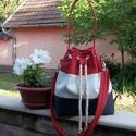 Gotta Bucket Bag - Matrózkék, fehér és piros textilbőr, Táska, Válltáska, oldaltáska, Matrózkék, fehér és piros textilbőrből készítettem ezt a fiatalos táskát. Méretei: magassága a füléi..., Meska