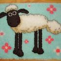 Shaun a bárány - subaszőnyeg, Baba-mama-gyerek, Gyerekszoba, Falvédő, takaró, Mindenmás, 50 x 70 cm-es kanava alapon, műszálas fonallal, subatechnikával készült szőnyeg a népszerű mesehős,..., Meska
