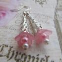 Rózsaszín virágos fülbevaló, Ékszer, óra, Esküvő, Fülbevaló, Esküvői ékszer, Gyöngyfűzés, Csinos, romantikus stílusú fülbevaló, amelyt akril virágok, tekla gyöngyök, ezüst színű szerelékek ..., Meska