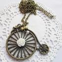 Retro kerékpár velocipéd nyaklánc, Ékszer, óra, Esküvő, Nyaklánc, Esküvői ékszer, Gyöngyfűzés, A retro és kerékpározás szerelmeseinek! A nyakláncot tekla gyöngyök, fehér gyanta rózsa és bronz sz..., Meska