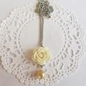 Rózsás nyaklánc, Ékszer, óra, Esküvő, Nyaklánc, Esküvői ékszer, Gyöngyfűzés, Romantikus lelkűeknek! :) A nyaklánc műgyanta rózsa, tekla gyöngy és antik ezüst színű szerelékek f..., Meska