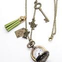 Alíz csodaországban óra, Ékszer, Antikolt bronz színű vintage zsebóra, Alíz csodaországban motívumokkal.  Az óra alapra láncot rögzít..., Meska