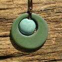 Kék az ég és zöld a fű..., Ékszer, óra, Medál, Nyaklánc, Fehérre égő agyagból készült medál.A repesztett mázas ,türkiz kerámiagyöngyöt egy zöld ..., Meska