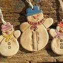 Hóemberek, Dekoráció, Ünnepi dekoráció, Karácsonyi, adventi apróságok, Karácsonyi dekoráció, Kerámia, Fehérre égő agyagból készítettem ezeket a vidám hóembereket.Antikolt,natúr kerámiák,csak a kalap és..., Meska