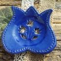 Kék szappantartó , Szépségápolás, Szerelmeseknek, Fürdőszobai kellék, Fehérre égő agyagból laphajlítással  készült ,kék mázas szappantartó.  Mérete:11,5 x11,5..., Meska