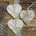 Levendulás kopogtatók, Dekoráció, Otthon, lakberendezés, Falikép, Fehérre égő agyagból készítettem ezeket a szív alakú táblákat.Kopott,régies hatásúak,a felületük egy..., Meska