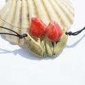 Tulipán nyaklánc, Ékszer, Magyar motívumokkal, Nyaklánc,  Fehérre égő agyagból tulipán formájú medált készítettem,magas tűzön égettem. A máz halvány,antikolt..., Meska