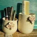 Rózsás fésűtartó és tároló, Táska, Divat & Szépség, Szépség(ápolás), Fürdőszobai kellék, Fehérre égő agyagból készült tárolók .Tartható bennük fésű,fogkefe,ceruza,vagy amit szeretnél. :) Ké..., Meska