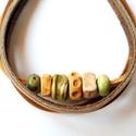 Kerámia gyöngyös karkötő, Ékszer, óra, Karkötő, Saját készítésű egyedi kerámia gyöngyökből és három különböző színű valódi bőr cs..., Meska