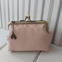 """""""Rózsaszín álom"""" textilbőr neszesszer, Lazac színű textilbőrből, 12 cm-es bronz keret..."""