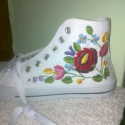hímzett tornacipő 35-40 méretig, Magyar motívumokkal, Ruha, divat, cipő, Kalocsai himzésű tornacipő minden méretben kérhető az ár a cpőt is tartalmazza, Meska
