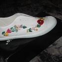 kalocsai cipő, Ruha, divat, cipő, Magyar motívumokkal, Cipő, papucs, kalocsai himzett tornacipő kért méretben elkészítem fűző van hozzá, Meska