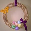 Tojásfészek tavaszi, húsvéti ajtódísz kopogtató, Dekoráció, Ünnepi dekoráció, Húsvéti apróságok, Mindenmás, Vessző koszorúalapból készült húsvéti tojásos ajtódísz. A koszorúalap átmérője 22 cm., Meska