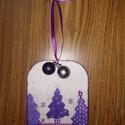 Karácsonyi ajtódísz dekoráció, Dekoráció, Ünnepi dekoráció, Karácsonyi, adventi apróságok, Karácsonyi dekoráció, Karácsonyi hangulatú 16*12,5 cm-es fa táblácska készült: metál lila akril festékkel és deku..., Meska