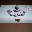 Balerinás doboz ékszerdoboz, Otthon, lakberendezés, Tárolóeszköz, Doboz, Dekor Soft Paint festékkel festett, koptatott dobozka, melyre balerina mintát festettem. Kívül-belül..., Meska
