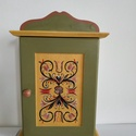 Kulcstartó szekrény- kézzel festett- Sóly, Otthon & Lakás, Bútor, Kulcstartó szekrény, Festett tárgyak, Famegmunkálás, Kézzel festett kulcsos szekrény, Sóly templomkazettáinak mintáit alapul véve.  8 db kulcs fér el be..., Meska