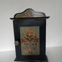 Kulcstartó szekrény- kézzel festett- Rétfalu, Otthon & Lakás, Bútor, Kulcstartó szekrény, Festett tárgyak, Famegmunkálás, Kézzel festett kulcsos szekrény, Rétfalu templomkazettáinak mintáit alapul véve.  8 db kulcs fér el..., Meska