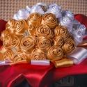 Arany/Fehér menyasszonyi csokor, Esküvő, Esküvői csokor, Virágkötés, Varrás, Fehér és arany szatén szalagból készült csodaszép menyasszonyi csokor melyen ízlésesen elhelyezett ..., Meska