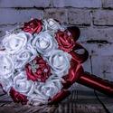Bordó menyasszonyi csokor, Esküvő, Esküvői csokor, Virágkötés, Varrás, Bordó és fehér habrózsából készült csodaszép menyasszonyi csokor melyen ízlésesen elhelyezett stras..., Meska