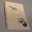 A/4-es méretű füzet. Kézzel fűzött, kézzel rajzolt; natúr borító, Naptár, képeslap, album, Baba-mama-gyerek, Jegyzetfüzet, napló, Könyvkötés, Festett tárgyak, A4-es méretű füzet, kézzel rajzolt borítóval, kézzel fűzött (japán fűzéssel). Akár más méretben, má..., Meska