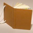 Napló, jegyzetfüzet, barna notesz kézzel fűzött sima lapokkal, gumival. Középbarna műbőr borító, kockás előzékpap, Kézzel fűzött napló, jegyzetfüzet, barna note...