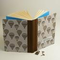 Emlékkönyv lakattal, két kulccsal. Titkos napló kisfiúknak, hőlégballonos borító, Naptár, képeslap, album, Baba-mama-gyerek, Jegyzetfüzet, napló, Könyvkötés, Papírművészet, Emlékkönyv lakattal, két kulccsal, kulcsos könyv, titkos napló kisfiúknak. Kemény borító, nyomtatot..., Meska