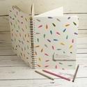 Spirálos rajzfüzet színes borítóval, idézettel. A4 méretű rajzlapokkal, ceruzatartóval, Otthon & lakás, Gyerek & játék, Naptár, képeslap, album, Jegyzetfüzet, napló, Spirálos rajzfüzet színes borítóval, idézettel. A4 méretű rajzlapokkal, ceruzatartóval (ceruza nélkü..., Meska
