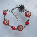 Gyöngyvessző virágos karkötő, Ékszer, Karkötő, Vidám, piros alapszínű karlánc, préselt gyöngyvessző virággal. 16 cm-es, plusz a lánchosszabbító. Mű..., Meska