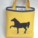 Lovas tatyó ( lányka, fiú ) sárga, fekete lovas !, Baba-mama-gyerek, Táska, Szatyor,  Mint gyakorló nagymama készítettem ezt a könnyen használható kislány táskát.Jó tartása van, könnyen..., Meska