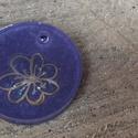 Lila medál , Ékszer, Nyaklánc, Medál, Mindenmás, Lila alapon, ezüst virág. Mérete: 3x3 cm   Ha az általad kért minta készleten van, 2 napon belül fe..., Meska