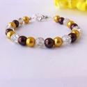 Gyöngy karkötő masnis, Ékszer, Karkötő, 8mm-es fényes barna, fényes arany és roppantott kristály gyöngyökből készült, állítható ..., Meska