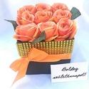 Selyemrózsák csillogó köntösben, Anyák napja, Otthon, lakberendezés, Szerelmeseknek, Esküvő, Virágkötés, Elegáns ajándék bármilyen alkalomra ez az élethű selyemrózsából készült virágdoboz. 9 szál rózsát t..., Meska