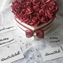 Szív küldi szívnek rózsadoboz, Szerelmeseknek, Otthon, lakberendezés, Dekoráció, Asztaldísz, Virágkötés, Elegáns ajándék minden alkalomra ez a bordó habrózsákból készült szív alakú virágdoboz. 18 szálat t..., Meska