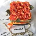 Narancs selyemrózsák dobozban, Anyák napja, Esküvő, Otthon, lakberendezés, Asztaldísz, Elegáns ajándék bármilyen alkalomra ez az élethű selyemrózsából készült virágdoboz. 9 szál rózsát ta..., Meska