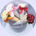 Anyák napi habrózsa csokor szett (4 db), Anyák napja, Otthon, lakberendezés, Esküvő, A szett 4 db kúp alakú habrózsa csokrot tartalmaz tetszőleges színekben.  Nőnapra, anyák napjára, es..., Meska