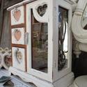 Vintage  ékszertartó szekrény- Szives, Tükrös és  szíves ékszertartó  szekrény.   ...