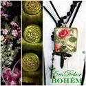 Zöld BOHÉM nyaklánc, Ékszer, Képzőművészet, Nyaklánc, Medál, Vászonra festett virágok,  egy fa nyakláncon. Zöldre antikolt, rusztikus  fa alap, erre virágokkal f..., Meska