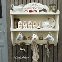 Antikolt fehér polc, Rusztikus, vintage  romantika a konyhában. A kép...