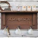Rusztikus vintage polc, Bútor, Otthon, lakberendezés, Polc, Tárolóeszköz, Rusztikus polcos akasztót készítettünk,  faragott díszítéssel. A polc barna pácolással és , viaszolá..., Meska