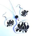 Fehér fekete tulipán motívumos szett 13, Ékszer, Táska, Divat & Szépség, Ékszerszett, Magyar motívumokkal, Nagyon mutatós darab. A mintát saját terv alapján készítettem. Mindkét oldalán mintával ellátva. Ezü..., Meska